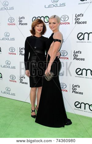 LOS ANGELES - OCT 18:  Frances Fisher, Francesca Eastwood at the 2014 Environmental Media Awards at Warner Brothers Studios on October 18, 2014 in Burbank, CA
