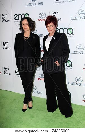 LOS ANGELES - OCT 18:  Sara Gilbert, Sharon Osbourne at the 2014 Environmental Media Awards at Warner Brothers Studios on October 18, 2014 in Burbank, CA