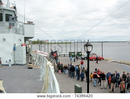 Kingston Queue In Mooring 2008