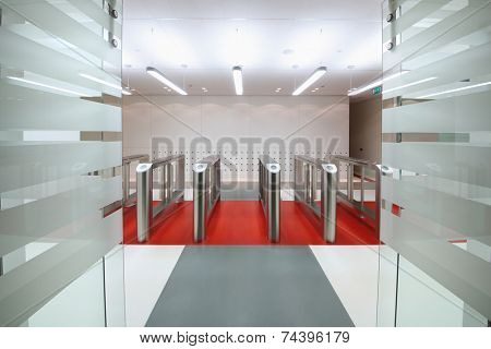 Automatic gates with sliding doors to control the flow of people