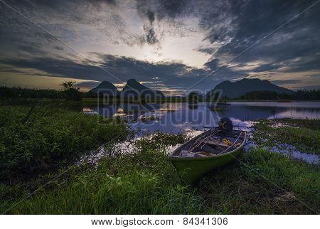 A lonely sampan stranded