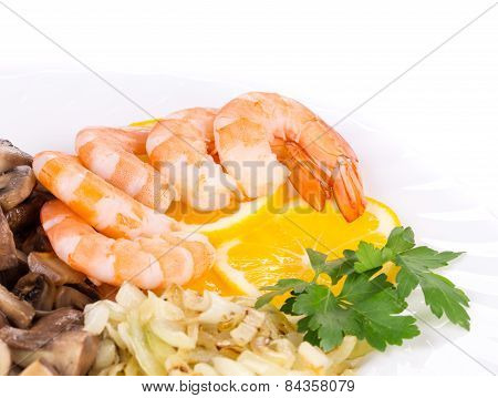 Shrimp salad with mushrooms
