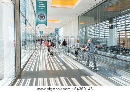 Passengers On Their Way At Toulouse-blagnac Airport
