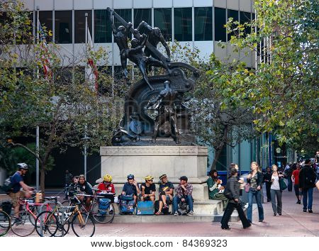 San Francisco, Us - Sept 20, 2010: Street Cyclists Meet Near Mechanics Monument In Downtown San Fran