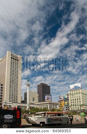 San Francisco, Us - Sept 21, 2010: Sightseeing Buses Start From Central Union Square  In San Francis