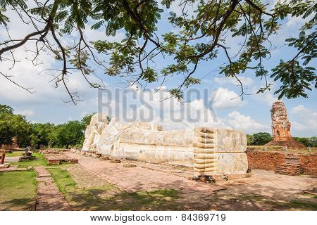 Big Sleeping Buddha At Wat Lokaya Suttharam In Ayuthaya, Thailand.