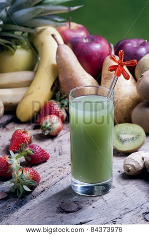 Mix Squeezed Fruit Juices With Kiwi