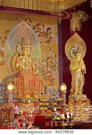 golden statues of buddha