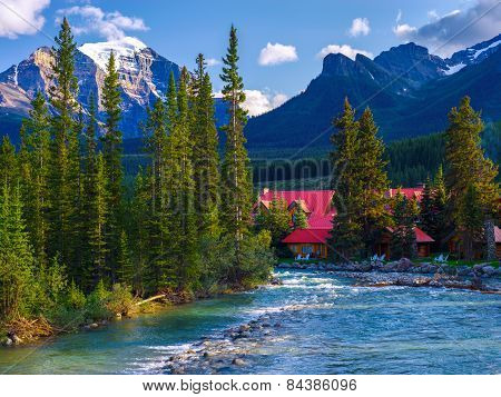 Pipestone River, Lake Louise Village Cabins