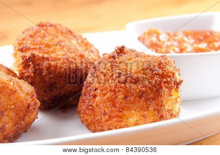 Gooey Macaroni And Cheese Balls And Marinara Sauce