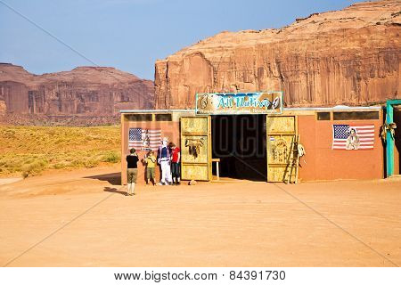 Empty Kiosk Outside The Visiting Time In Monument Valley