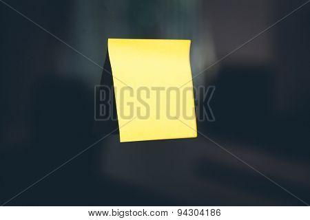 Blank sticky note on The refrigerator