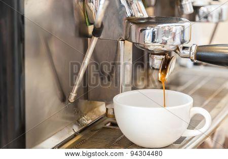 Prepares espresso in coffee shop