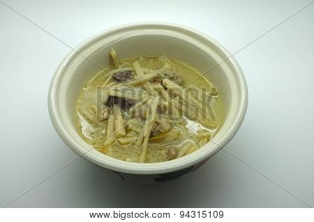 Thai food, green curry with bamboo shoot and chicken
