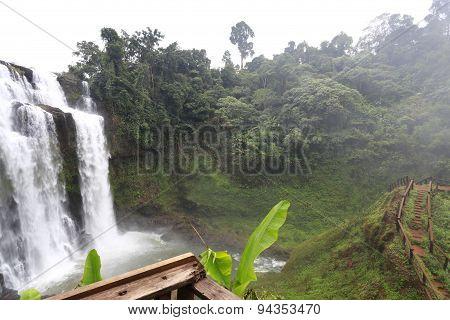 Tad Yueng Waterfall