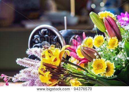 Flower arrangement with sewing-machine