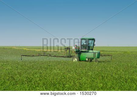 Bauernhof Traktor Sprayer im Feld