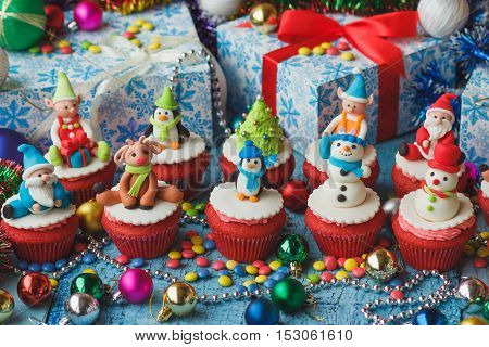 Christmas Cupcakes With Christmas Decorations