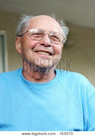 Alter Mann lächelnd