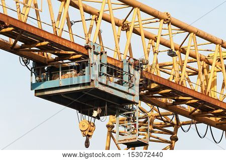 Yellow Gantry Crane With Winch