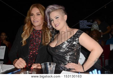 LOS ANGELES - OCT 22:  Caitlyn Jenner, Kelly Osbourne at the TransNation Miss Queen USA Pageant at Ace Hotel on October 22, 2016 in Los Angeles, CA