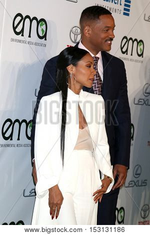 LOS ANGELES - OCT 22:  Jada Pinkett Smith, Will Smith at the 26th Annual Environmental Media Awards at Warner Brothers Studio on October 22, 2016 in Burbank, CA