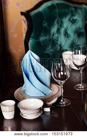 table, setting, tableware dark velvet armchair, blue green aquamarine napkin