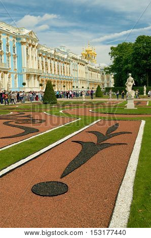 23.06.2016.Russia.Pushkin.Beautiful decorative lawns in front of the Catherine Palace.