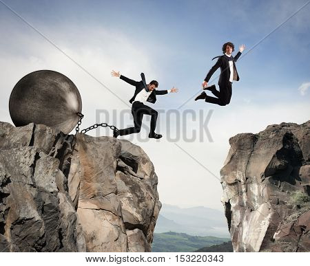 Man jumps between two mountains before the man with a heavy ball obstacle