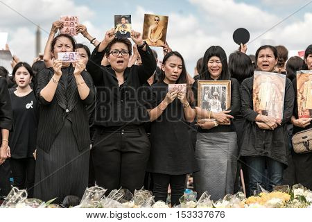 BANGKOK, Thailand - OCT 22: Thai people singing the anthem of His Majesty King Bhumibol Adulyadej on October 22,2016 Bangkok, Thailand. Thailand's King has died after 70 years as head of state.