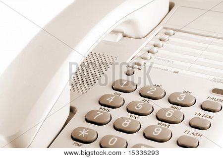 fragmento de close-up do telefone isolado no branco