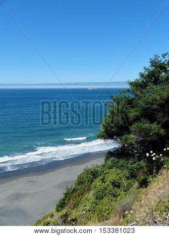 Southern Oregon Coast, gentle surf, Pacific Ocean