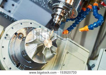 metal machining cutting process by milling cutter