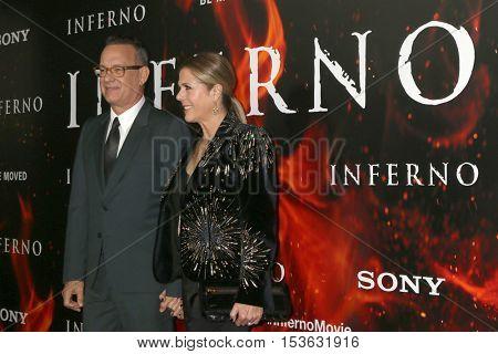 LOS ANGELES - OCT 25:  Tom Hanks, Rita Wilson at the