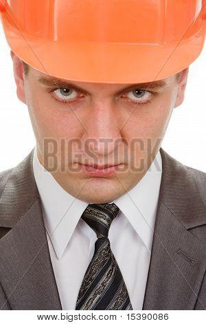Engenheiro grave no capacete de segurança