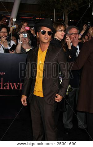 LOS ANGELES - NOV 14:  Bruno Mars arrives at the