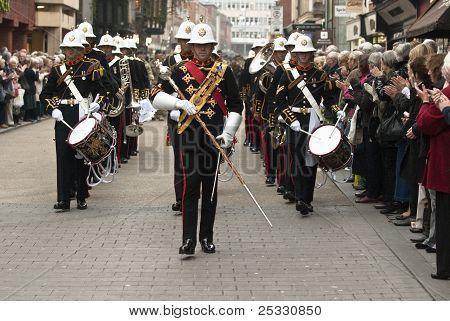 A banda lidera o caminho para o desfile de regresso a casa
