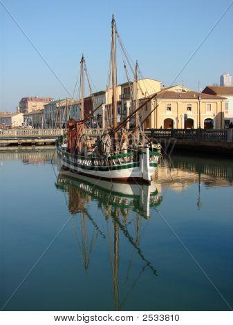 ein altes Boot in cesenatico