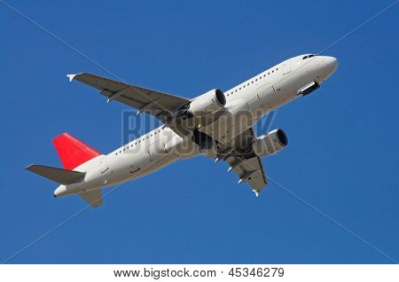 Airbus A-320 in flight.