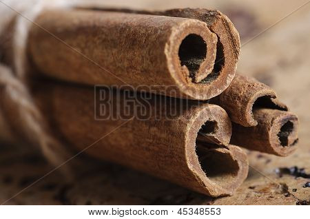 Cinnamon sticks on table