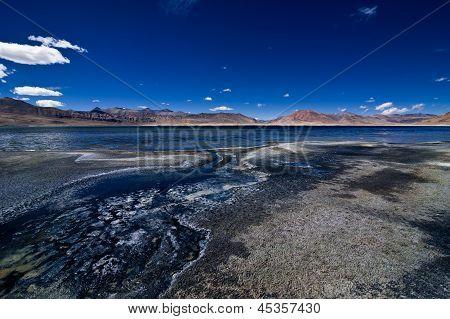 Salt Lake Tso Kar. Himalaya Mountains landschap met Tso Kar Lake Panorama. India, Ladakh