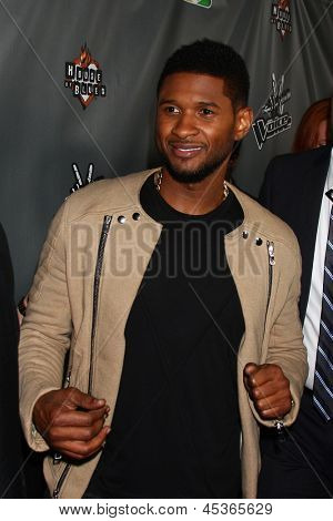LOS ANGELES - MAY 8:  Usher arrives at