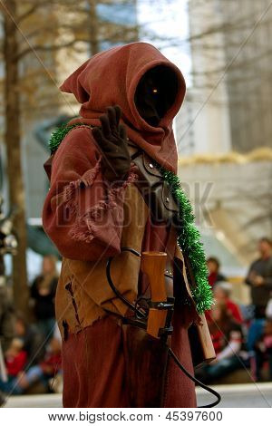 Star Wars Jawa Character Walks In Atlanta Christmas Parade