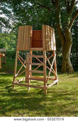 Hunter's Box Shooting Stand