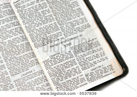 Bíblia aberta para John Epístola