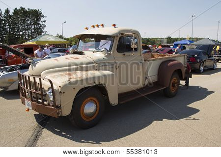 1952 International L-120 Truck