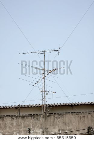Antenna In Receive Tv Signals.