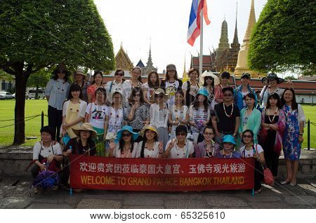 Bangkok -august 03 : Chinese Tourists Photography Is A Gift In Gland Palace Of  Bangkok Thailand On