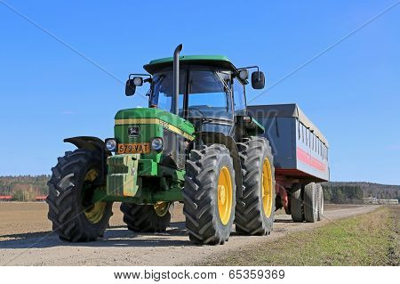 John Deere 2850 Tractor And Agricultural Trailer