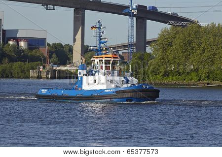 Hamburg - Tugboat Under Koehlbrand Bridge